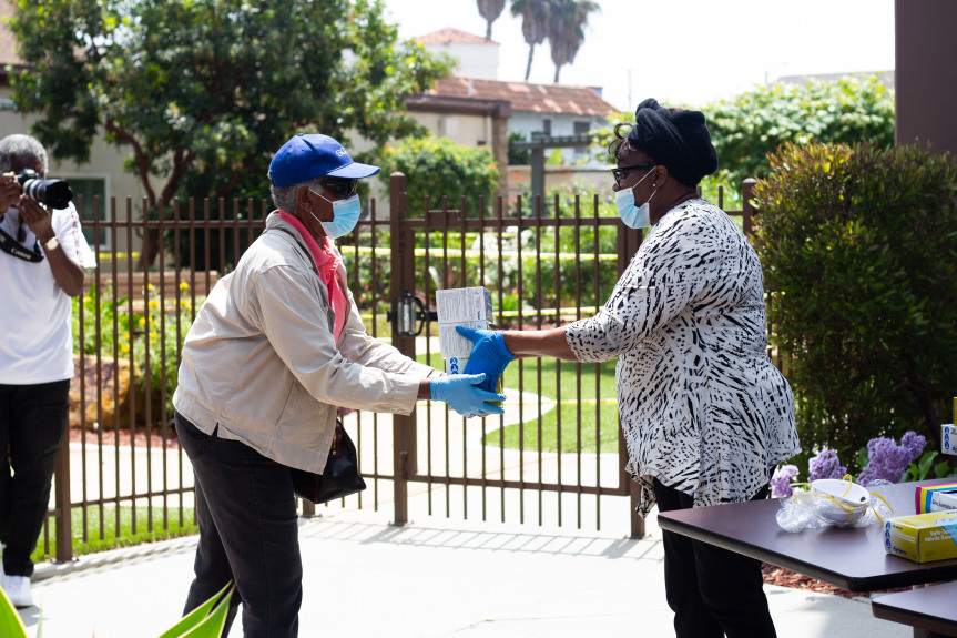 Read more about the article Long Beach Branch NAACP Donates More than 20,000 Masks to Seniors, Frontline Workers and Minority Communities